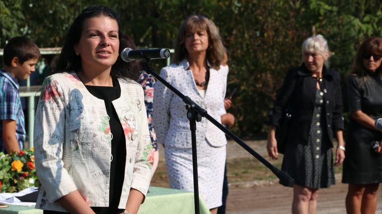Антоанета Костадинова откри учебната година в Първа гимназия в Търговище