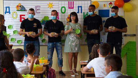Ботев (Пловдив) зарадва хиляда първокласници в Пловдив