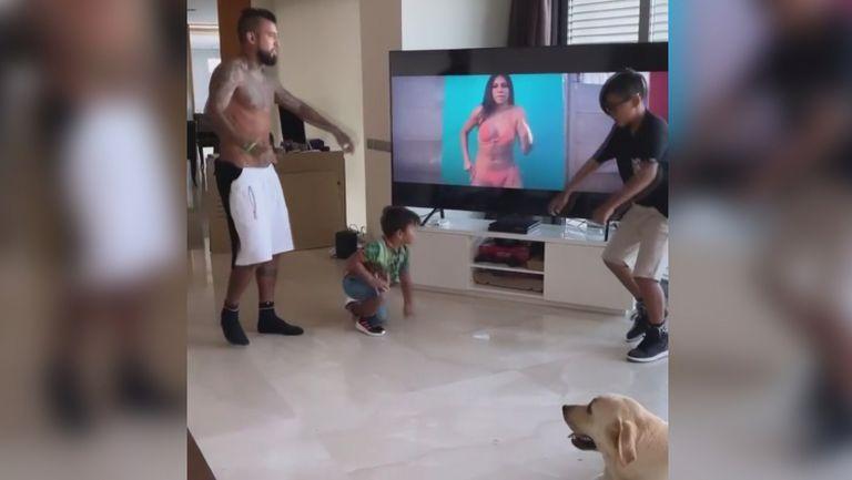 Децата на Артуро Видал го засенчиха в танците