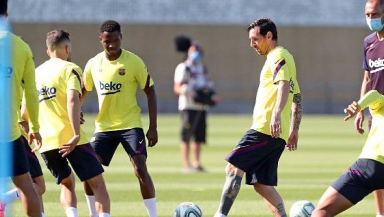 Меси вече тренира с останалите в Барселона