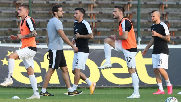 Славия излиза за първа победа през сезона