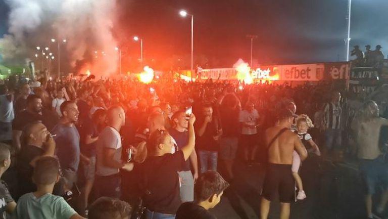 Феновете на Локо (Пд) ликуват след гола на Георги Минчев