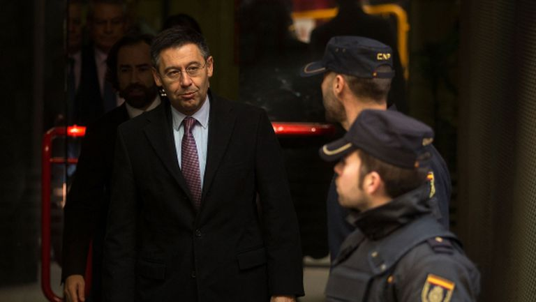 Президентът на Барса е заплашен от затвор заради сагата с Меси