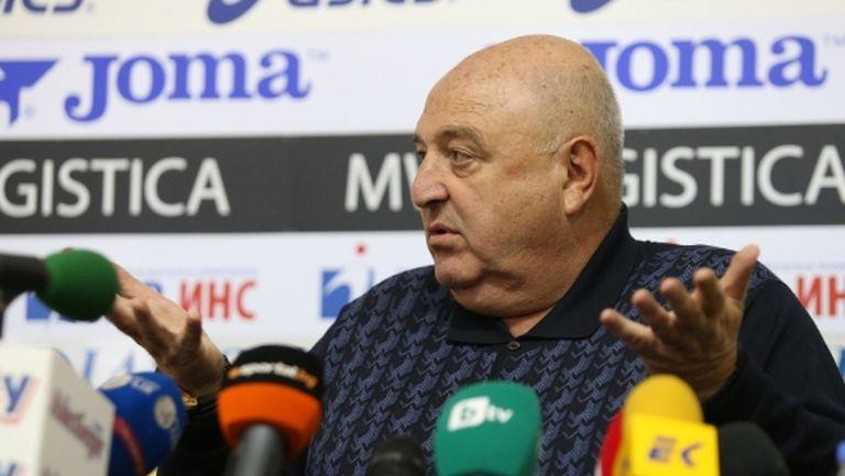 Венци Стефанов приятно изненадан от Дерменджиев, но се чуди какво прави един играч в националния