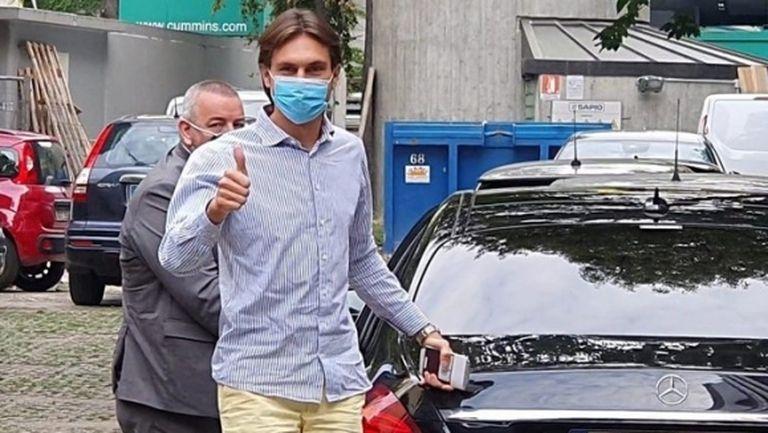 Вратар мина медицински прегледи в Милан, стана ясен неговият номер