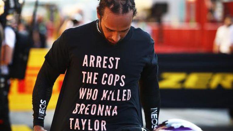 """Разследват Хамилтън за носенето на тениска с политически коментари на """"Муджело"""""""
