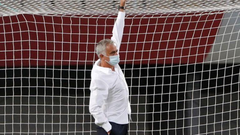 Моуриньо е поискал смяна на вратите за мача с Шкендия, напречната греда е била по-ниска (снимки)