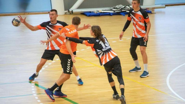 Младите хандбалисти на Локомотив (Мездра) оказаха сериозен отпор на бронзовия медалист Осъм (Ловеч)