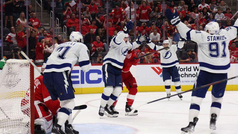 Тампа Бей с драматична първа победа за сезона в НХЛ