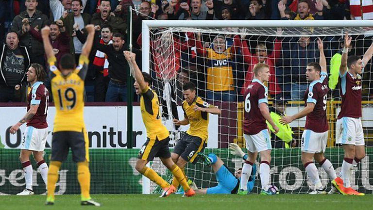 Скандален гол с ръка в последната секунда донесе радост на Арсенал (видео)