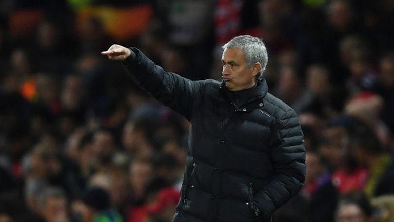 Чави: Моуриньо не иска футбол, а война