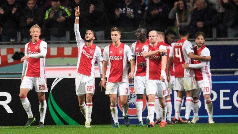 Аякс устиска победата след аванс от 3:0 и продължава напред