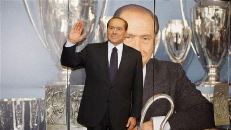 Берлускони става почетен президент на Милан