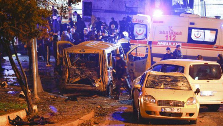 Бомбен атентат до стадиона на Бешикташ, има 29 загинали (видео + галерия)