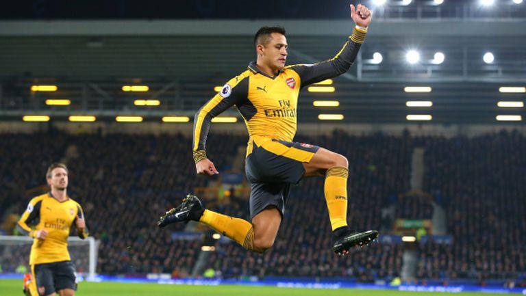 Алексис прехвърли топката на Арсенал за бъдещето си