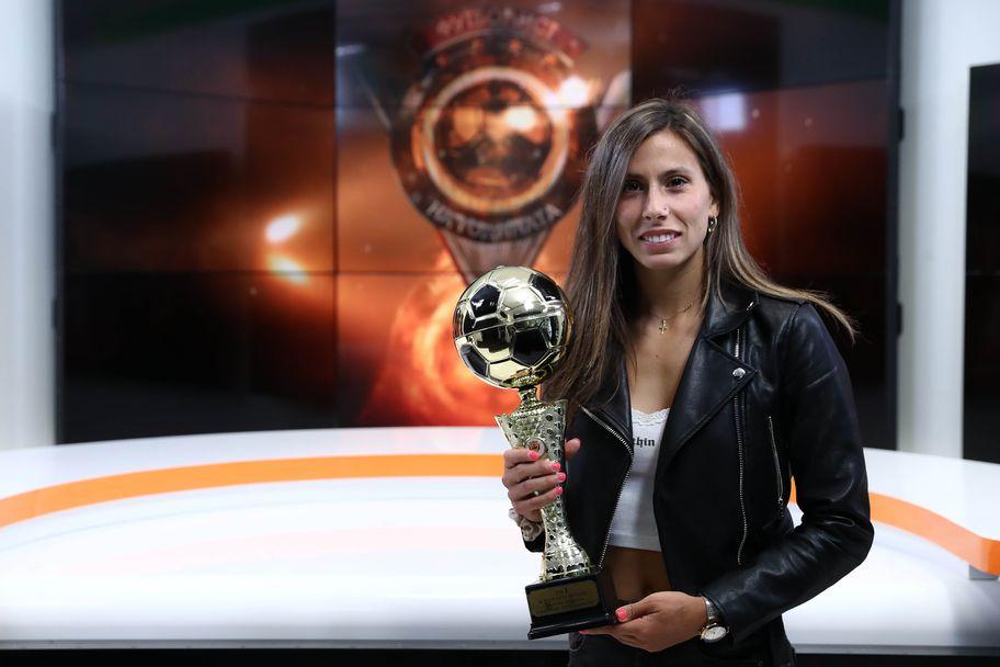 Евдокия Попадинова с награда за футболист номер едно при жените за 2020