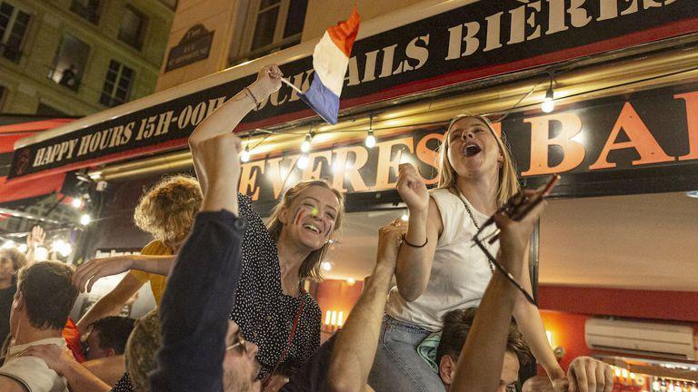 """Французойките приковаха вниманието извън """"Алианц Арена"""""""