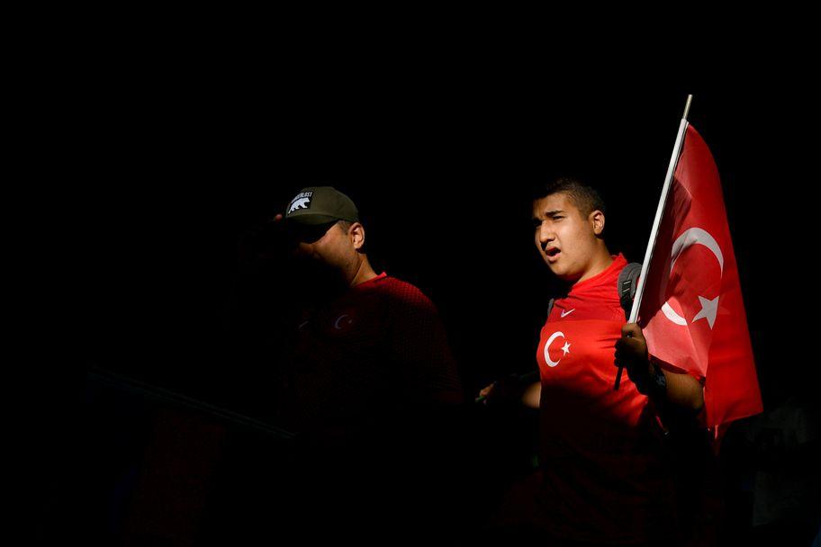 Турските фенове обраха точките на Евро 2020