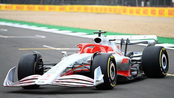 От Формула 1 представиха колата за сезон 2022