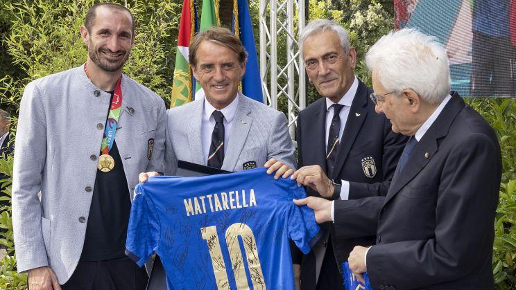 Героите на Италия получиха ордени за заслуги към републиката, Манчини вече е велик офицер