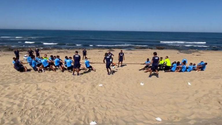 Играчите на Порто с тренировка на плажа