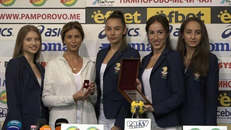 Ансамбълът по художествена гимнастика и Весела Димитрова с награда за номер 1 за месец август