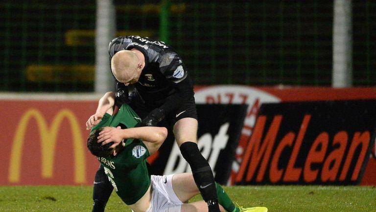 Вратар се сби със защитник след допуснат гол