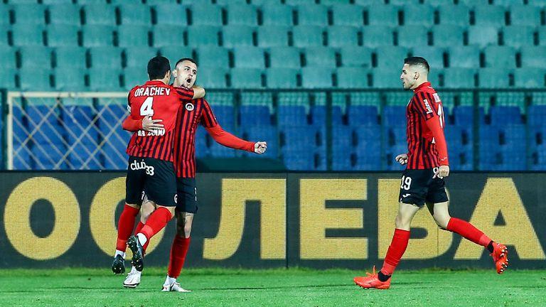 Локо (София) поведе на Левски още във втората минута с гол на Октавио