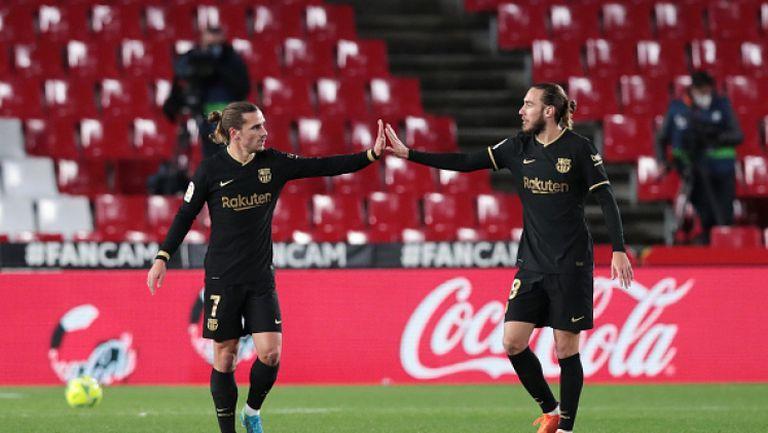 Два спорни гола дадоха началото на рецитал на Меси и Гризман срещу Гранада