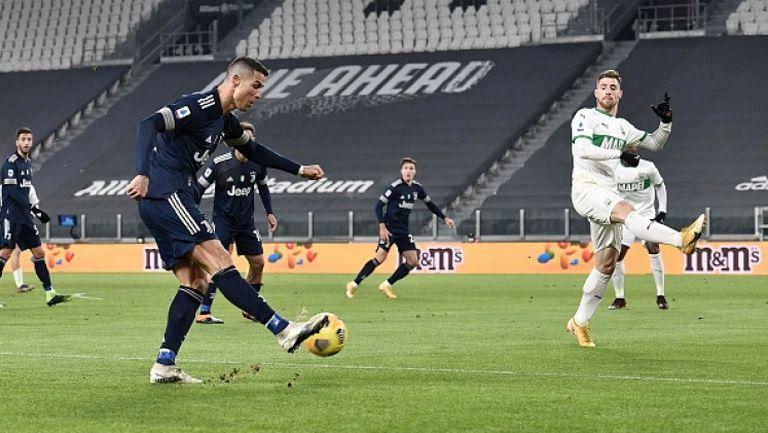Роналдо се изравни с Бицан след гол номер 759 в кариерата си, а Юве победи Сасуоло с 3:1