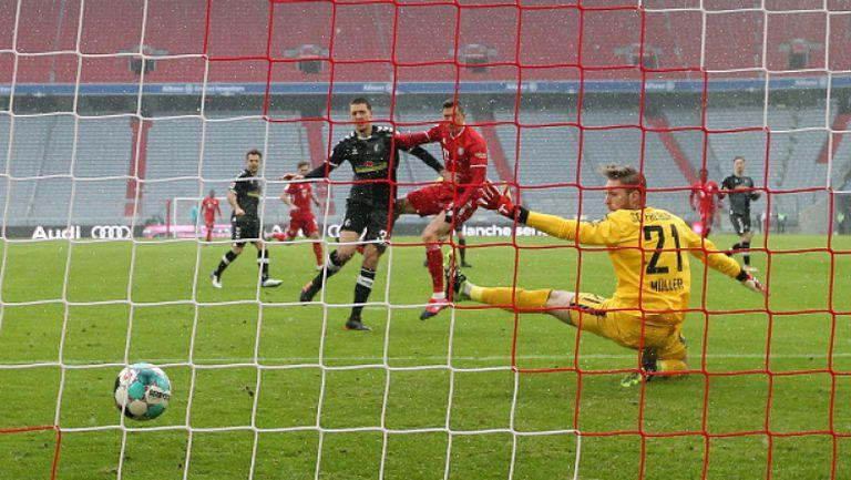 Байерн победи Фрайбург с гол на Левандовски за историята