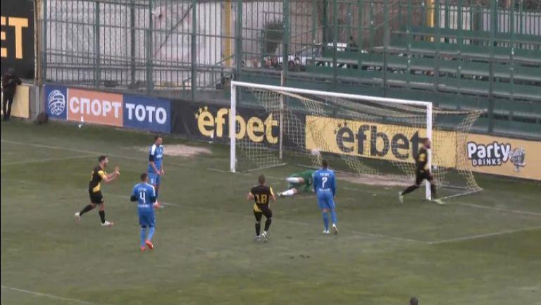 Хеттрик за Иван Василев и 3:0 за Ботев срещу Гигант