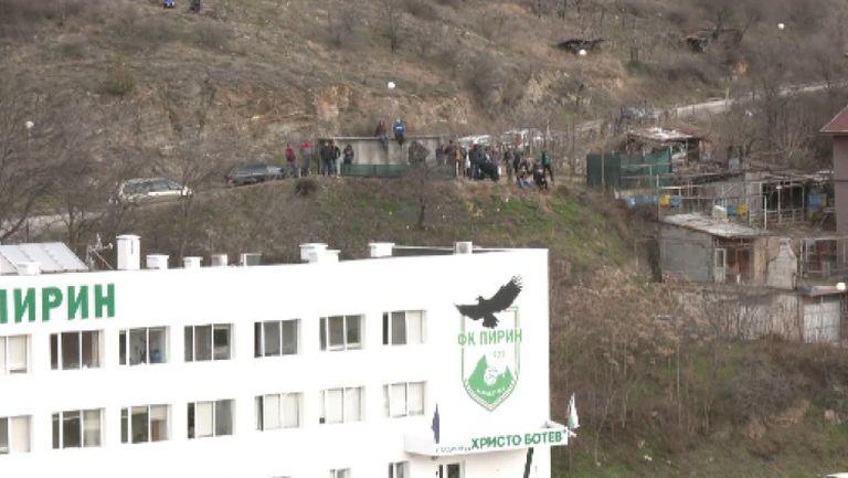 Фенове на Пирин (Бл) наблюдават от необичайно място мача с Царско село