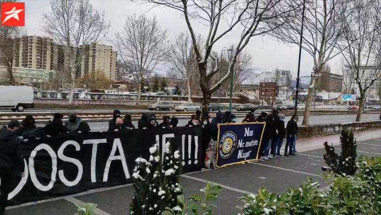 Фенове протестират при представянето на Петев като селекционер на Босна и Херцеговина