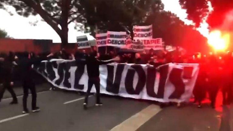 Фенове на Марсилия вилняха на клубната база