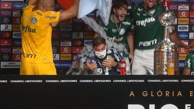 Играчите на Палмейрас прекъснаха пресконференцията на треньора