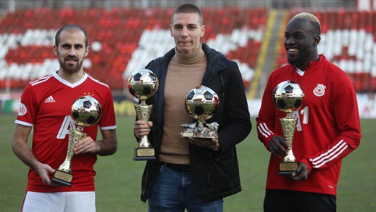 """Антов, Тиаго и Соу позираха с призовете си от церемонията """"Футболист на годината"""""""