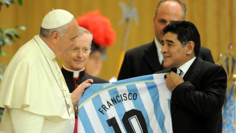 Папа Франциск: Марадона беше поет на терена и велик шампион