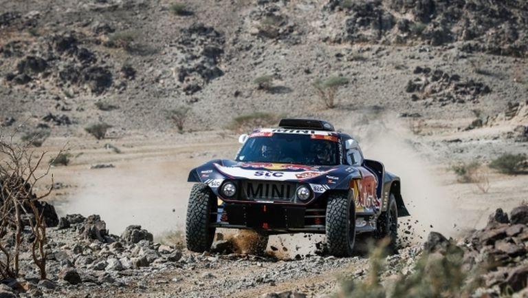 Карлос Сайнц спечели първия етап в Дакар при автомобилите