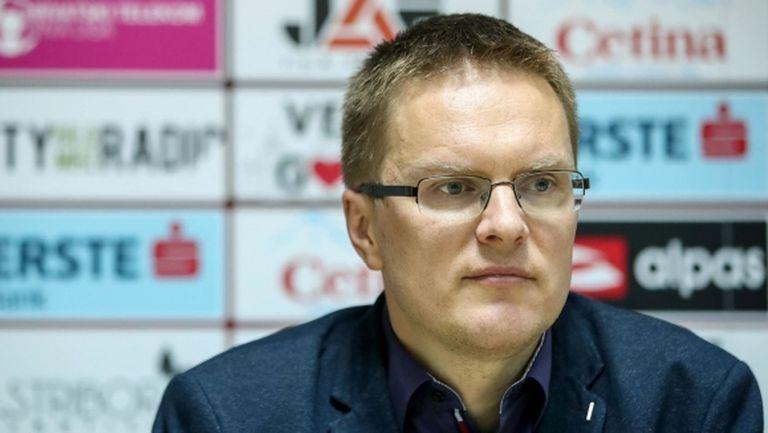 Новият треньор на Лудогорец заминал да учи в Англия с пари, спечелени от ТВ игра