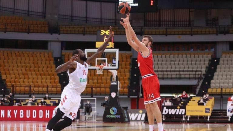 Везенков с 13 точки при победа на Олимпиакос в Евролигата