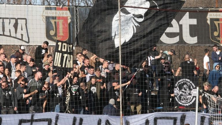 Феновете на Локомотив скочиха на кмета на Пловдив