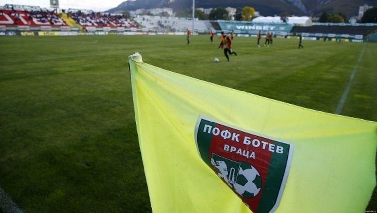 Конструкцията за таблото на стадиона във Враца вече е готова (снимка)