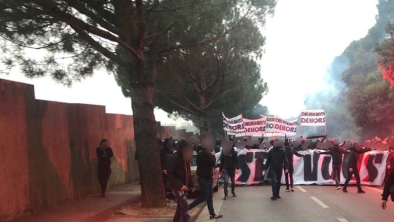 Извънредно положение на базата на Марсилия, ултраси пробиха охраната (видео)