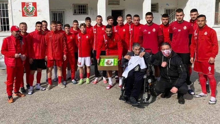 Футболистите на Беласица направиха изненада за фен №1 на клуба