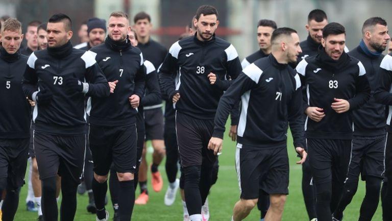 Спряха състезателните права на футболист, каращ проби в Славия