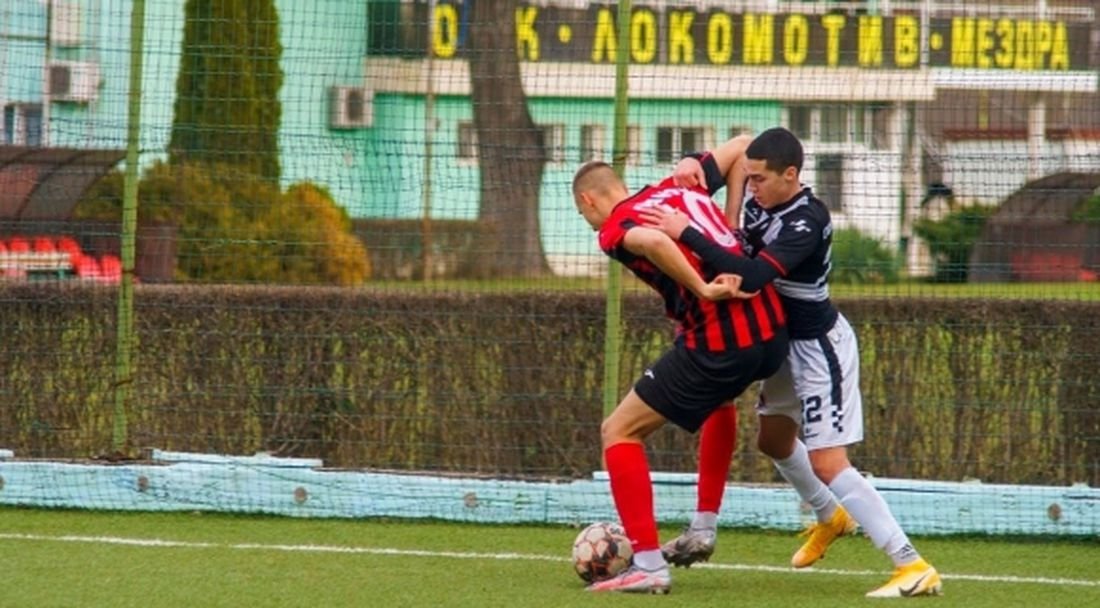 Локо (Мездра) победи юношите на Локомотив (София)