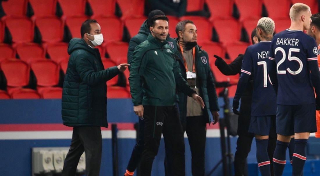 """Обрат: УЕФА все пак погва румънските съдии заради """"този черния"""""""