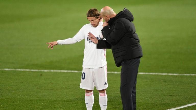 Модрич готов да си намали заплатата, за да остане в Реал