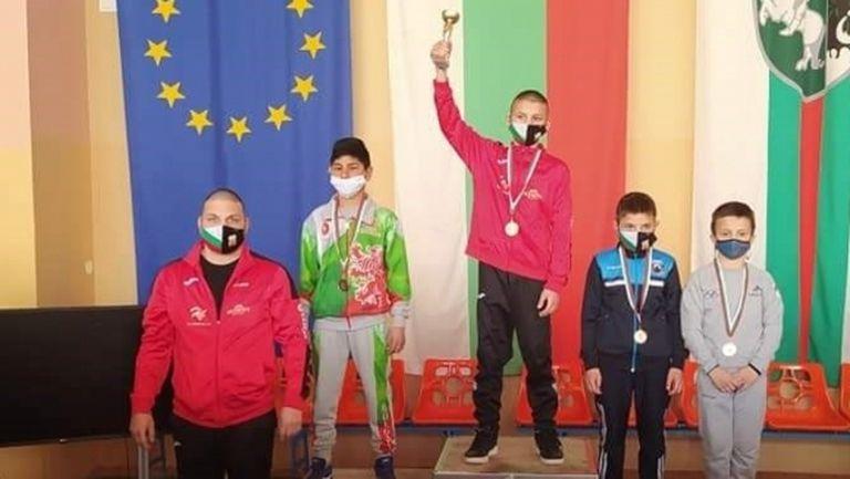 Великов-младши дебютира с бронз на държавното първенство